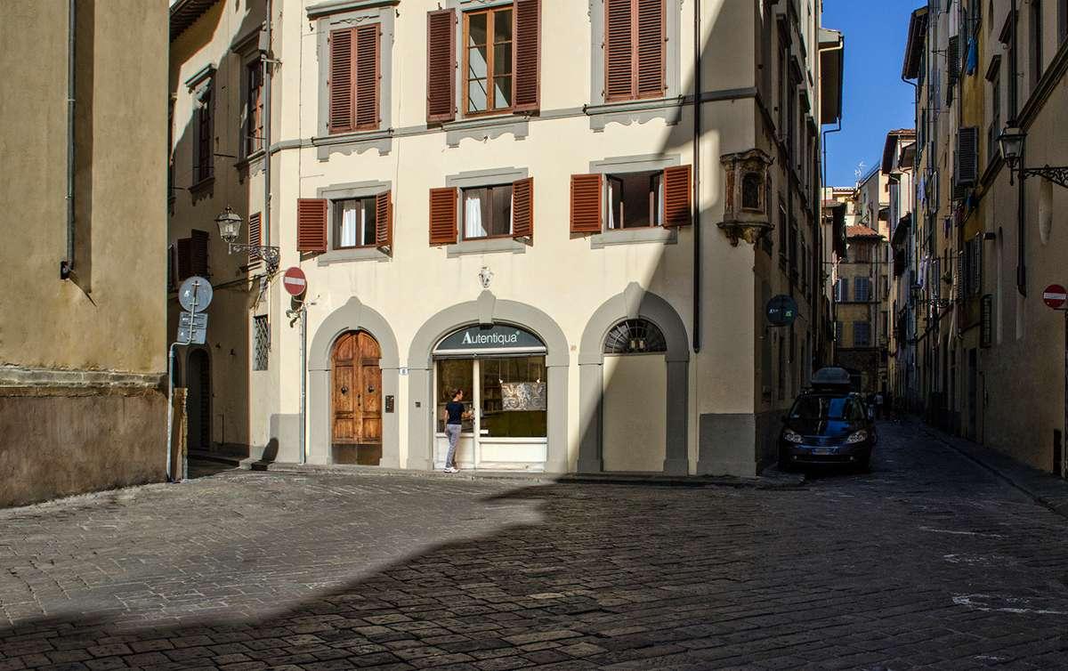 Autentiqua art studio in Santo Spirito - Florence Italy
